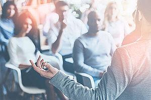 Seminar / Fortbildung mit Redner und Publikum - Risikomanagement bei Baron Investment