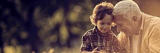 Großvater und Enkel glücklich - Generationenübertragung bei Baron Investment